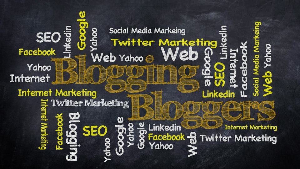 What is blogging and what are the different types of blogging?